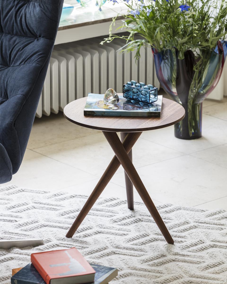 Thonet side table 1025 for Beistelltisch james